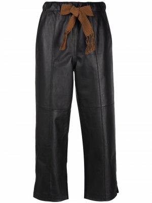 Кожаные брюки со вставками Alysi. Цвет: черный