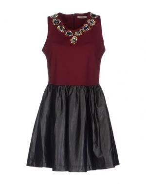 Короткое платье DARLING London. Цвет: красно-коричневый