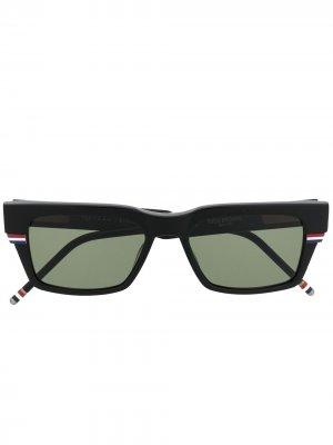 Солнцезащитные очки в квадратной оправе с полосками RWB Thom Browne Eyewear. Цвет: черный