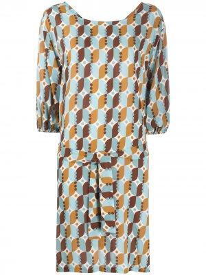 Платье с геометричным принтом и поясом Altea. Цвет: синий