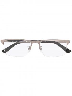 Очки в полуободковой оправе Gucci Eyewear. Цвет: серебристый