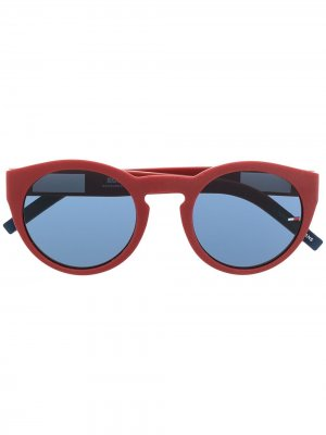 Солнцезащитные очки в круглой оправе Tommy Jeans. Цвет: красный