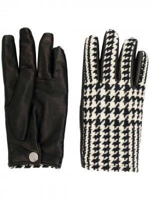 Перчатки в ломаную клетку Alexander McQueen. Цвет: черный