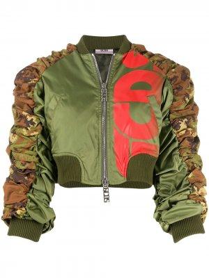 Укороченная куртка-бомбер со сборками Gcds. Цвет: зеленый