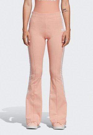 Брюки спортивные adidas Originals FLARED TP. Цвет: розовый