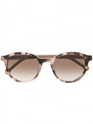 Солнцезащитные очки в круглой оправе Carolina Herrera. Цвет: нейтральные цвета