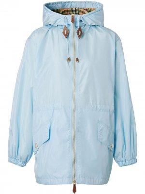 Куртка из ткани ECONYL® с капюшоном Burberry. Цвет: синий
