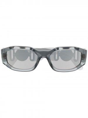 Солнцезащитные очки Biggie в овальной оправе с декором Medusa Versace Eyewear. Цвет: серый
