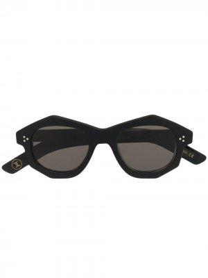 Солнцезащитные очки в круглой оправе Lesca. Цвет: черный