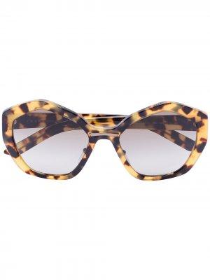 Солнцезащитные очки с затемненными линзами Prada Eyewear. Цвет: коричневый