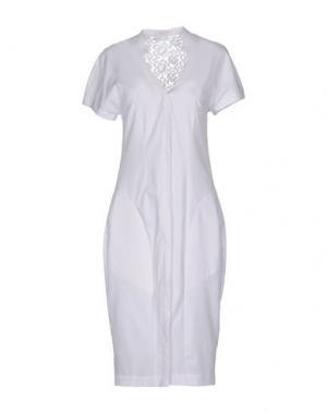Платье до колена BEAYUKMUI. Цвет: белый