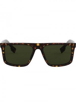 Солнцезащитные очки в прямоугольной оправе Burberry Eyewear. Цвет: коричневый