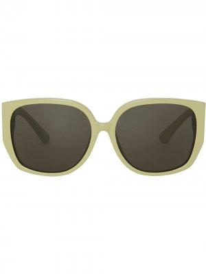 Солнцезащитные очки оверсайз в оправе бабочка Burberry Eyewear. Цвет: зеленый