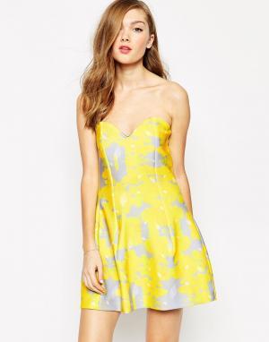 Платье без бретелек с принтом в виде листиков Ivy Boulee. Цвет: листва
