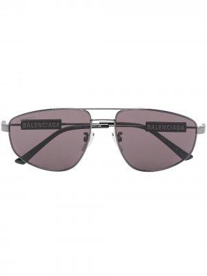 Солнцезащитные очки-авиаторы с затемненными линзами Balenciaga Eyewear. Цвет: черный
