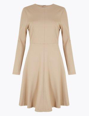 Приталенное расклешенное платье с длинным рукавом M&S Collection. Цвет: дюны