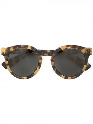 Солнцезащитные очки Pamela в круглой оправе Illesteva. Цвет: коричневый