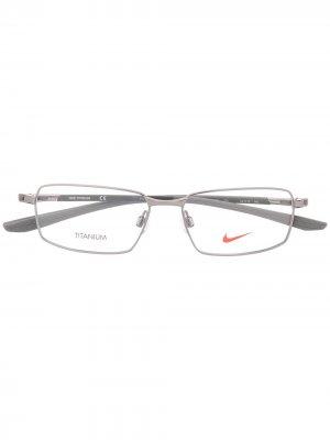 Очки в узкой оправе Nike. Цвет: серебристый
