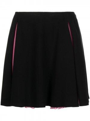 Юбка мини с плиссированными вставками Versace. Цвет: черный