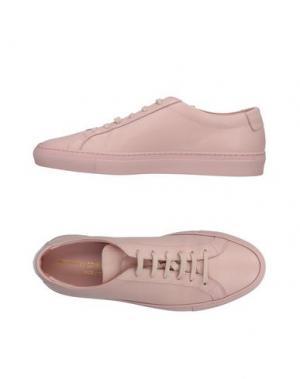 Низкие кеды и кроссовки WOMAN by COMMON PROJECTS. Цвет: розовый