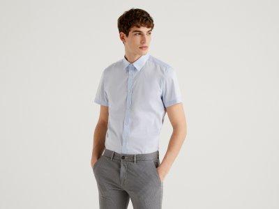 Рубашка приталенного силуэта с коротким рукавом Benetton. Цвет: голубой