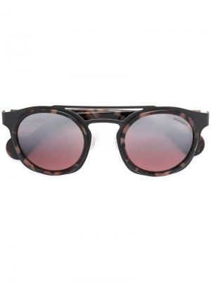 Солнцезащитные очки в круглой оправе Moncler Eyewear. Цвет: серый