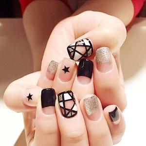 Контрастные накладные ногти с узором звезды 24шт SHEIN. Цвет: многоцветный