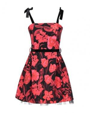 Короткое платье RINASCIMENTO. Цвет: красный