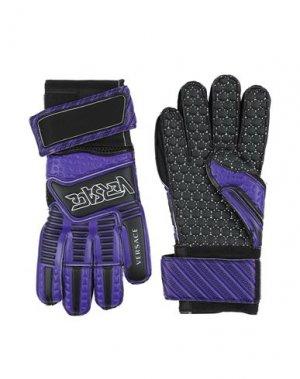 Перчатки VERSACE. Цвет: фиолетовый