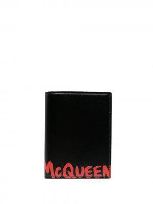 Обложка для паспорта с принтом граффити Alexander McQueen. Цвет: черный