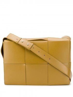 Сумка на плечо с плетением Intrecciato Bottega Veneta. Цвет: коричневый
