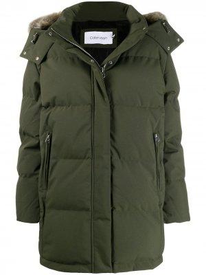 Куртка с капюшоном и искусственным мехом Calvin Klein. Цвет: зеленый