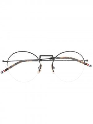 Очки в круглой оправе Thom Browne Eyewear. Цвет: черный