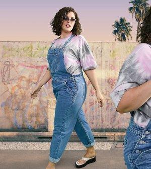 «Классический» джинсовый комбинезон выбеленного оттенка ASOS DESIGN Curve-Голубой Curve