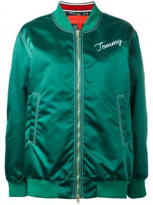 Куртка-бомбер с логотипом Hilfiger Collection. Цвет: зеленый