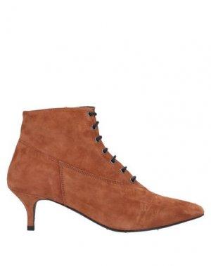 Полусапоги и высокие ботинки GESTUZ. Цвет: коричневый