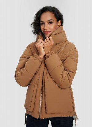 Утеплённая куртка с капюшоном и большими карманами O`Stin. Цвет: темно-бежевый
