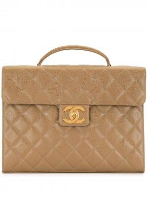 Стеганый портфель 1995-го года с логотипом CC Chanel Pre-Owned. Цвет: коричневый