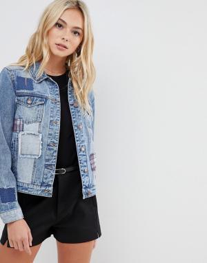 Джинсовая куртка с нашивками Urban Bliss. Цвет: синий