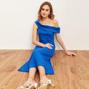 Вязаное платье с асимметричным вырезом SHEIN. Цвет: синий