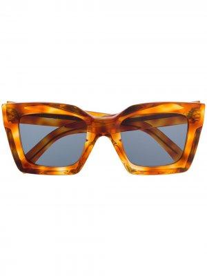 Солнцезащитные очки в квадратной оправе черепаховой расцветки Celine Eyewear. Цвет: коричневый