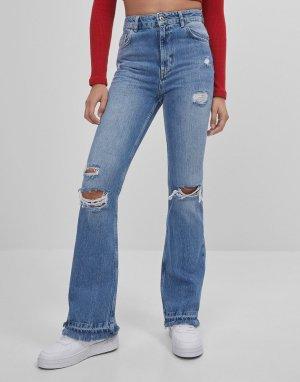 Синие расклешенные джинсы с рваной отделкой -Голубой Bershka