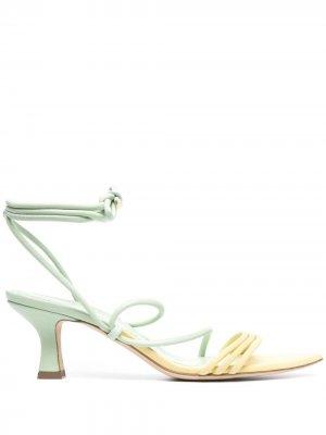 Босоножки на шнуровке Grey Mer. Цвет: зеленый