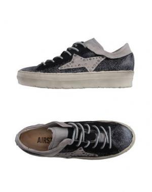 Низкие кеды и кроссовки AIR STEP. Цвет: черный