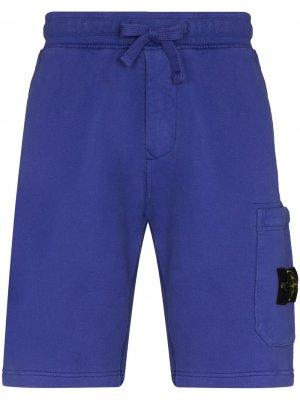 Спортивные шорты с нашивкой-логотипом Stone Island. Цвет: фиолетовый