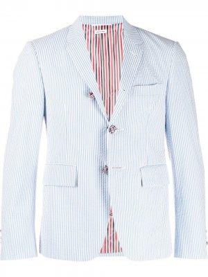 Пиджак из сирсакера в полоску Thom Browne. Цвет: синий