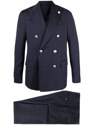Строгий костюм с двубортным пиджаком Lardini. Цвет: синий