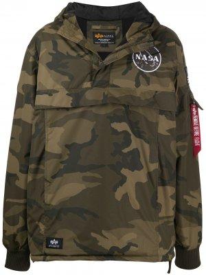 Спортивная куртка с камуфляжным принтом Alpha Industries. Цвет: зеленый