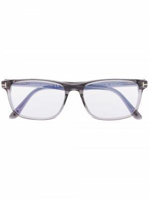 Очки в прямоугольной оправе TOM FORD Eyewear. Цвет: серый