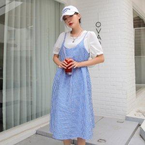 Блузка с коротким рукавом и платье на бретельках в клетку SHEIN. Цвет: синий